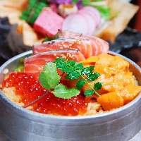 【北海釜飯】 魚介たっぷりの釜飯。1合もペロッと食べられます