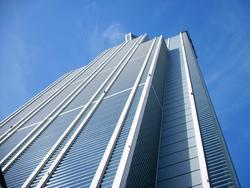 西日本一高いこのビルの1Fにあります。