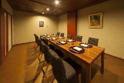テーブル席個室は8名様収容可能。顔合わせや、接待にも。