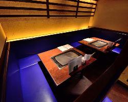 ゆったり落ち着く雰囲気のテーブル席