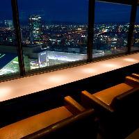夜景が一番良く見えるカップルシートは記念日のデートに最適♪