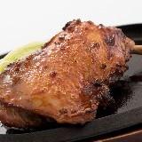 雲仙しまばら一本焼き鶏 898円(税抜)鶏の旨味が口の中ではじける