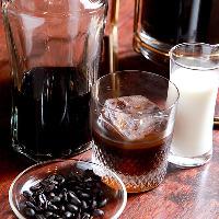自家製コーヒーリキュールは ミルクを加えながらどうぞ!