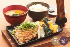 ヤマトポークを甘辛生姜ダレで焼き上げた食欲全開の一品☆