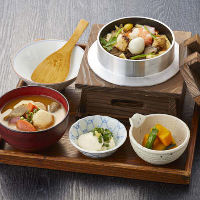 【ランチ】里山釜飯に具沢山味噌汁、手作り豆腐、日替わり小鉢付
