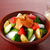 こだわりの野菜がたっぷり『産地直送野菜サラダ』