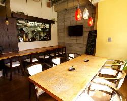 騒ぎたい飲み会には 6~8名テーブルもあります。