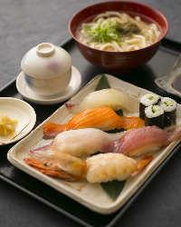 大きなネタがのったにぎり寿司定食などランチも豊富に揃います