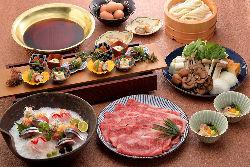 【すき焼きのお鍋】 鍋料理がメインのコースはしゃぶしゃぶも