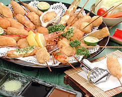 野菜とスパイスを約30種類ブレンドした自家製ソースで。