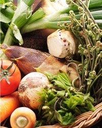 契約菜園にて特別に作って頂いている無農薬野菜です
