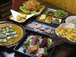 鮮魚、馬刺し、サラダに旬の食材!!定番居酒屋メニューも充実!