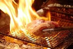 土佐の備長炭で 一気に焼き上げます。