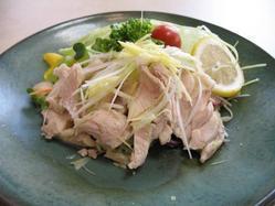 夏の新メニュー蒸し鶏さっぱりと柔らかい、特性のたれでどうぞ