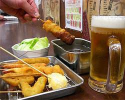 もちろん だるまの串かつは ソースの二度漬けは禁止やで!
