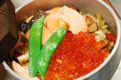 地場産食材:旬の食材を使った名物  釜飯コースはお陰様で好評です