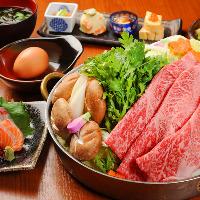 大和牛のすき焼きコース (野菜と一緒に焚くタイプの鍋です。)