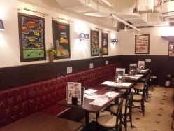 ビアホール空間も味わえる店内でステーキ&ビールを。