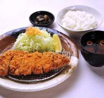 王道で一番人気のロースかつ定食です!