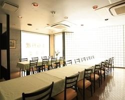3階のテーブル席は33名様までのご宴会が可能です