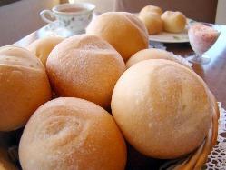 北海道産小麦の自家製パン 木苺バターも好評です♪