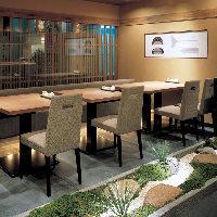 広々としたテーブル席。友達や会社の同僚との飲み会におすすめ