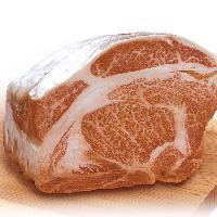 店内手切りのお肉は柔らかくてジューシー