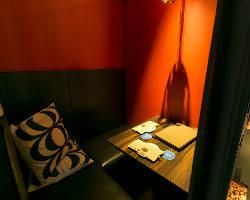 <デートにぴったり> L字型ソファやラブソファのカップル個室