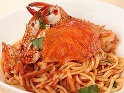 名物のパスタ、渡り蟹のトマトクリームパスタ