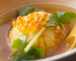 女性に人気♪ 季節の饅頭あんかけ!さつま芋と蓮根で作ってます