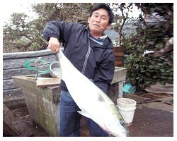 親戚で現役漁師の「末永誠さん」 ほか島仲間より新鮮食材が届く