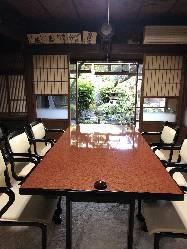 和風庭園を眺められるお部屋。