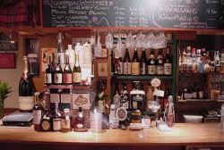 スタンディングカウンターで焼酎やビール等気軽に・・・・・・