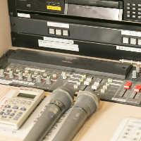 【貸切機材も充実】 マイクやプロジェクタースクリーンなど完備