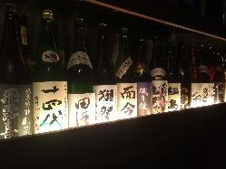 全国の地酒が常時25種ほど!