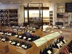 併設のワインショップには世界各国のワインがずらり