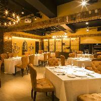 難波港町にそびえ立つ五階建て一軒家レストラン
