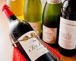《厳選ワイン》 お好みのワインをお申し付け下さい