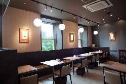 ◆全席54席 テーブル席・カウンター席◆