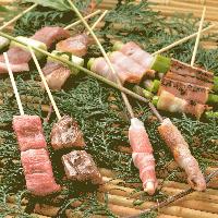 鶴亀家オリジナルの創作串焼きはグルメも舌鼓を打つ逸品です!
