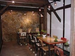 大阪城のお堀の跡が残る店内です。 16~22名様貸切可能です。