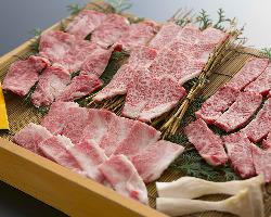 〈黒毛和牛〉 赤身とサシのバランスが良く食感・旨みともに絶品