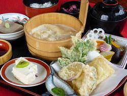 門前 ゆばと野菜の天ぷら付き 1850円