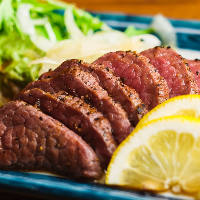 【ジューシー肉料理】 ハラミステーキや和牛たたきも大好評★