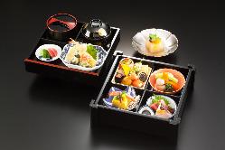 ◆旬の食材をふんだんに使った「旬楽箱膳」も人気です。