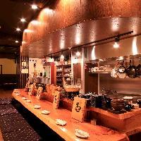 店内はカウンター席、テーブル席、個室と完備しております。