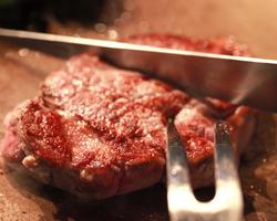 牛ヘレ肉のステーキ ソースの種類が多いのがロインの特徴
