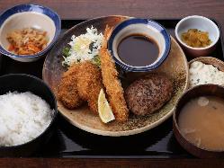 【トリオ】 ハンバーグとヒレカツとえびフライ定食 990円