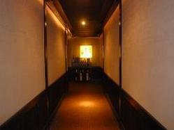 ちょっと長い廊下を進んで行くと・・・
