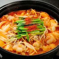 焼肉屋の和牛もつをたっぷり使ったホルモン鍋が超うまいと人気!